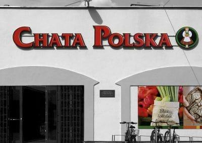 Chata Polska – litery przestrzenne, tablice ze zdjęciami, druk, montaż, oklejenie