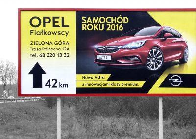 Opel Fialkowscy – projekt, druk i oklejenie tablicy kierunkowej